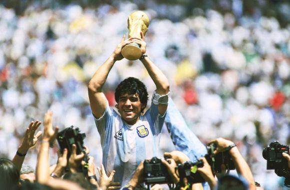 Gyászol a futballvilág, a Lelátó öt ikonikus góllal búcsúzik Maradonától