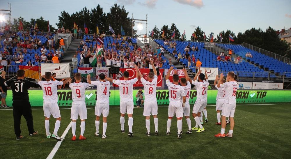 Kispályás foci-vb: magyar továbbjutás, kapusgóllal